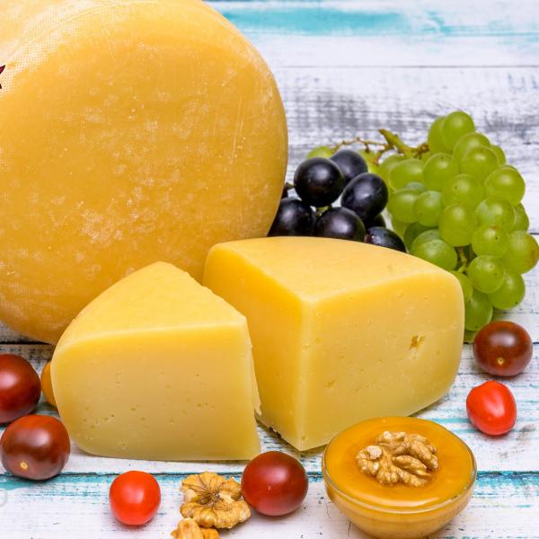"Сыр ""Азияго"" из коровьего молока, 200 гр."