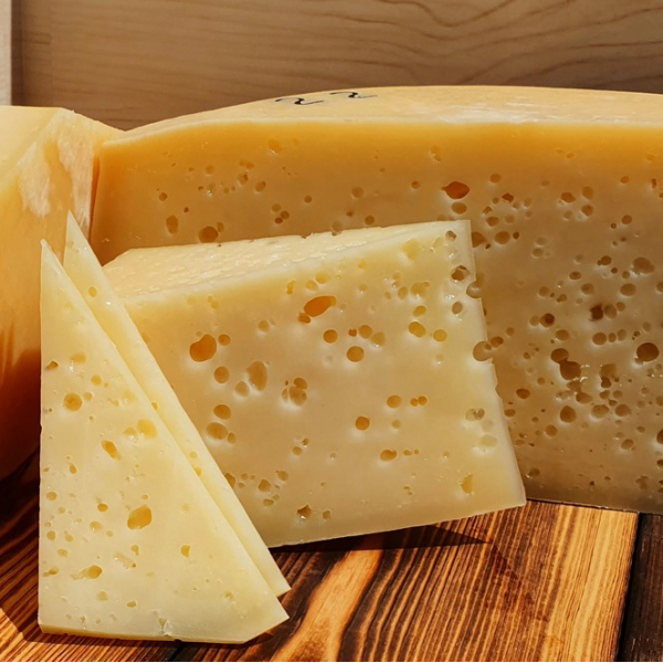 Сыр Халлуми из коровьего молока с мятой, 200 гр.