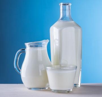 Молоко коровье цельное 1 л.
